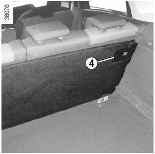 Renault Clio. Movable floor storage