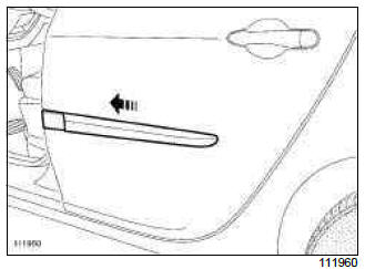 Renault Clio. Rear side door protective strip: Removal - Refitting