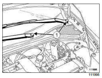 Renault Clio. Windscreen wiper arm: Removal - Refitting